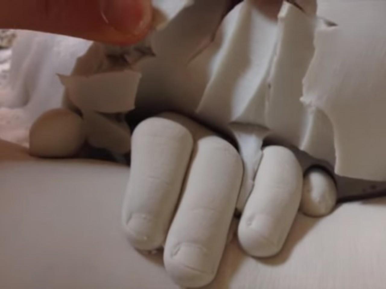 Гипсовая рука своими руками : как ее сделать? 10